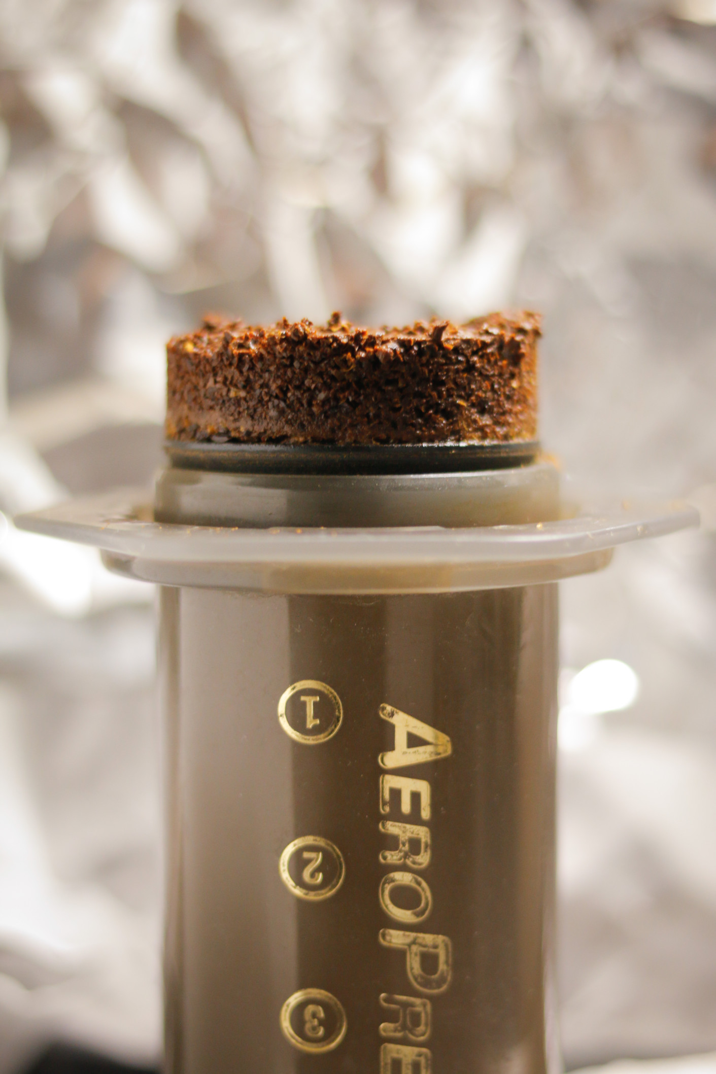 aeropress-coffee-puck_t20_BmOd2r